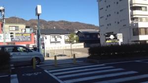 ワコーレ神戸本山中町_反対車線から撮影