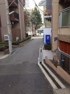 ワコーレ新神戸マスターズレジデンス_入口の道路