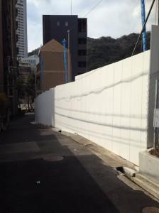 ワコーレ新神戸マスターズレジデンス_入口の道路東