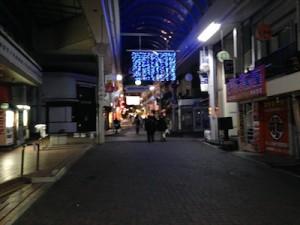 六甲本通商店街の夜の画像(平日22時頃の様子)