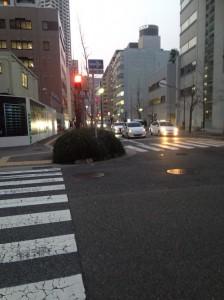 ワコーレ神戸三宮トラッドタワー道路から南から北向に撮影