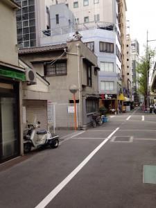 中津周辺は一歩入ると下町の雰囲気がある街並みに。