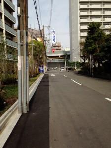 マンションの南側道路