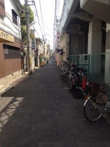 阪神御影駅下車後、東へ路線沿いへ進む