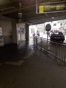 仁川駅西口の出口