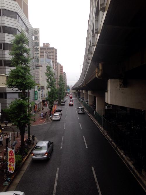 東三国駅から「ザ・レジデンス東三国」方向へ