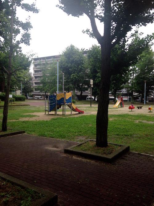 「ザ・レジデンス東三国」の裏側の公園