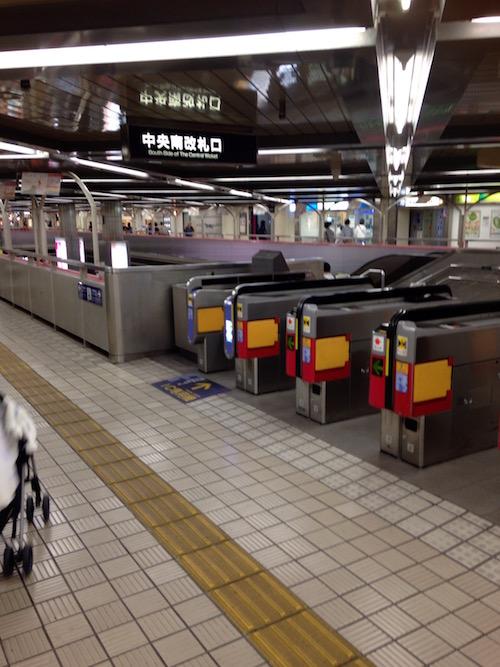 北大阪急行「千里中央駅」