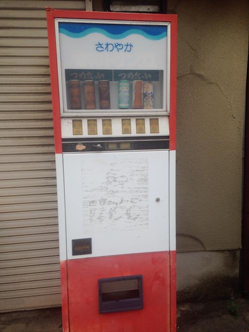 道沿いには古い自販機も