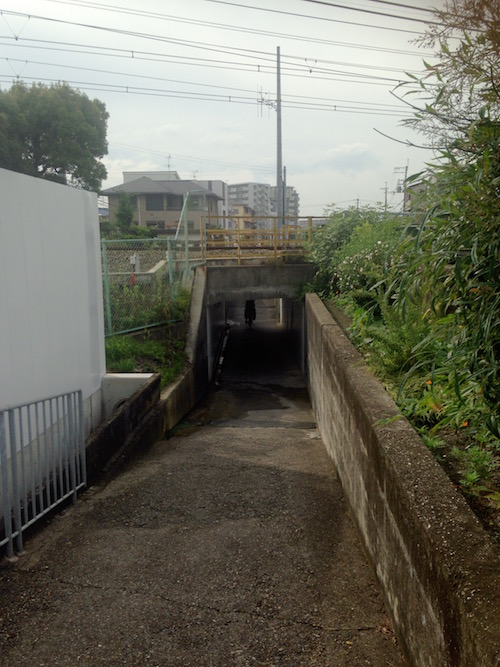 阪急の線路の高架下