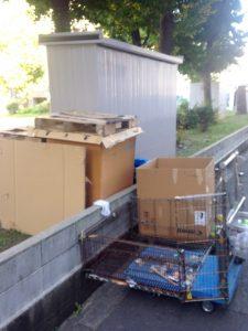 野崎公園内に放置されている荷物