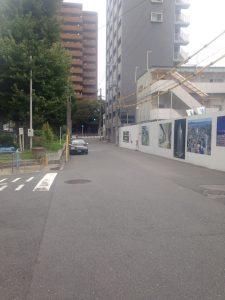 野崎公園の前の駐車