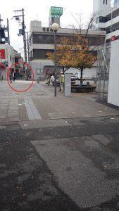 西宮北口駅前(赤で囲った道へ進みます)
